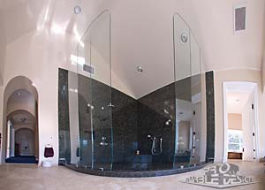 Bathroom: Full Slab Ubatuba Green Shower Walls With Radius Riser